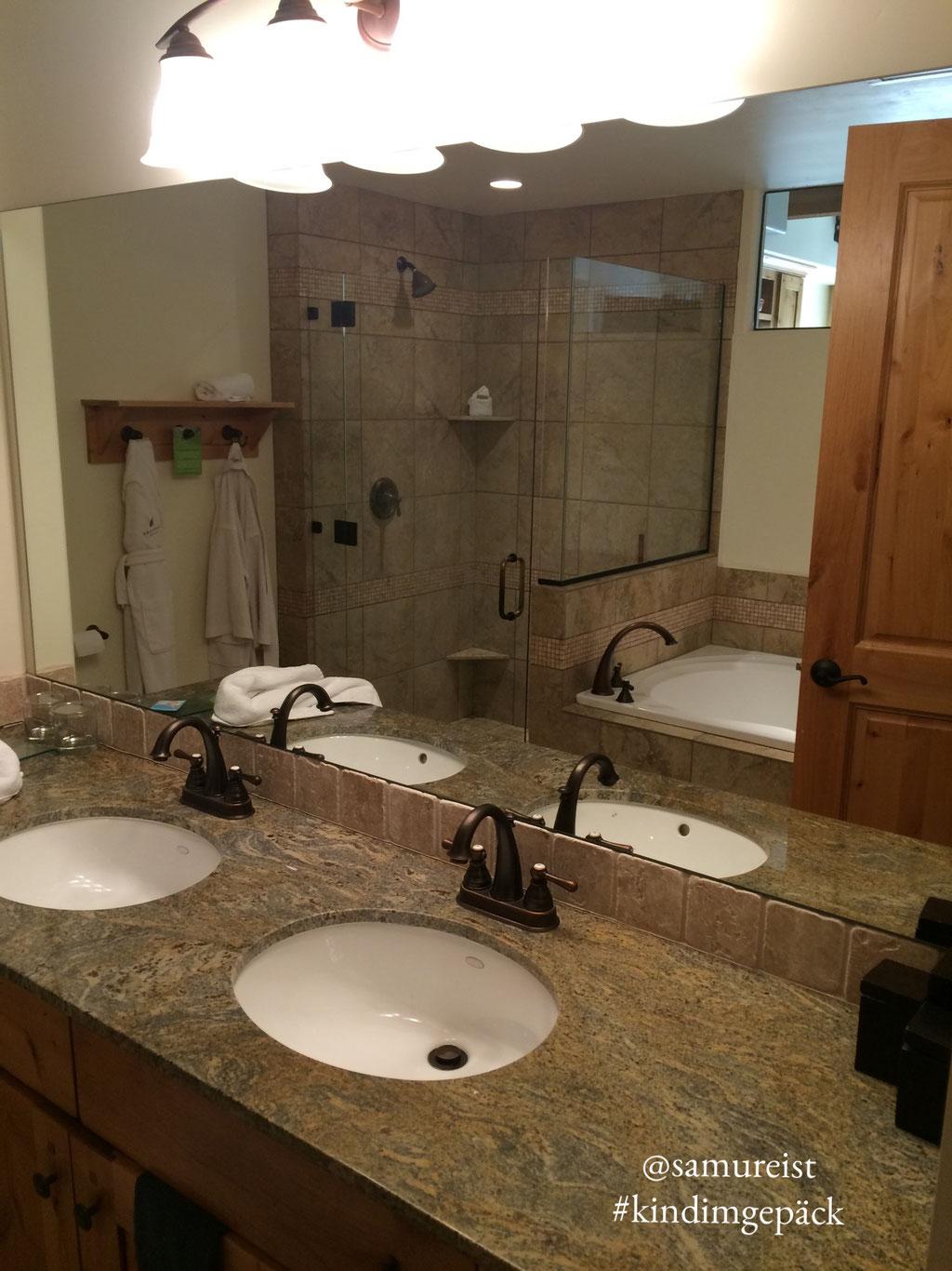 Das große Bad - Platz für alle unter der Dusche.
