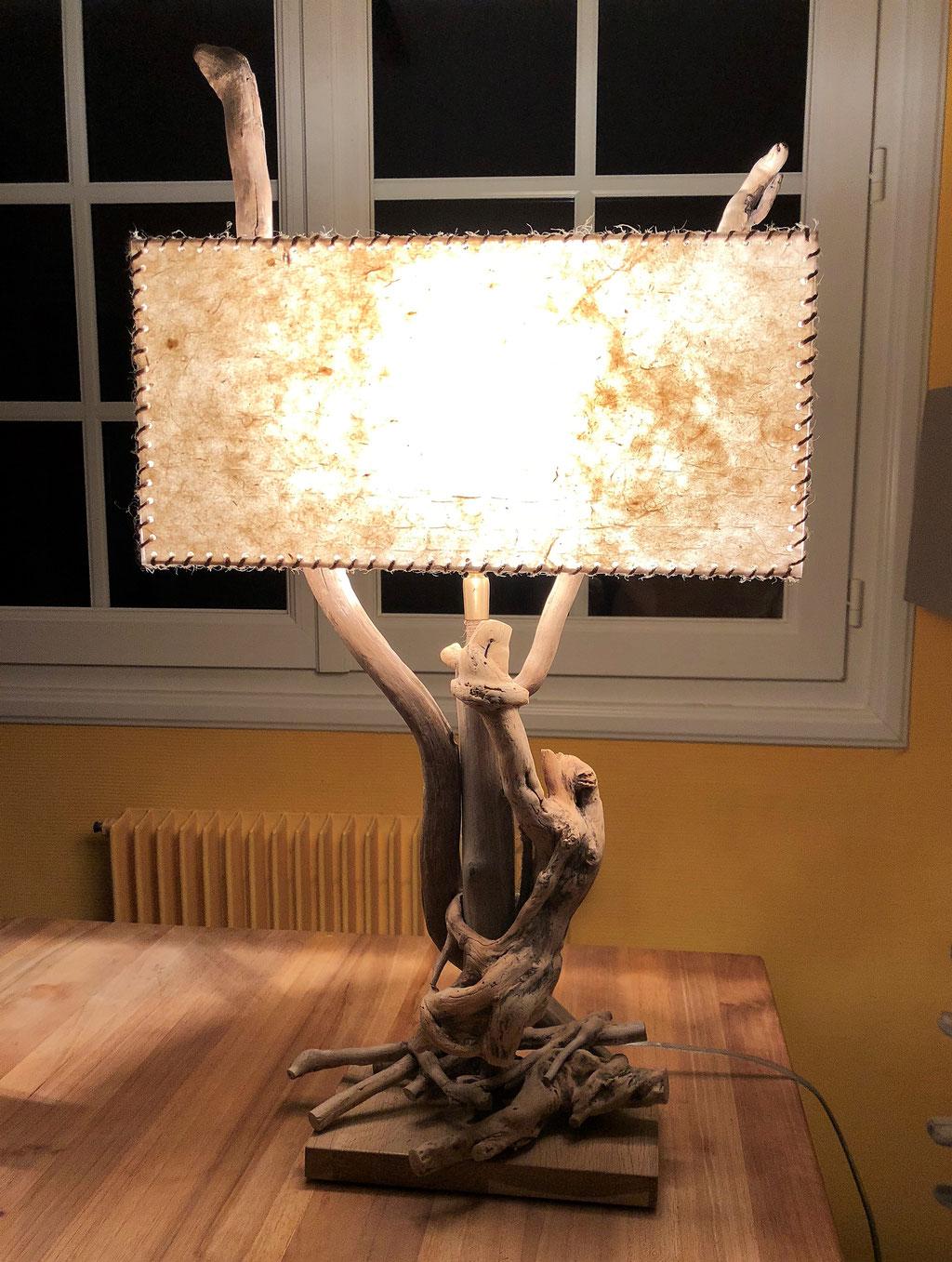 Lampe en bois flotté Sauvage