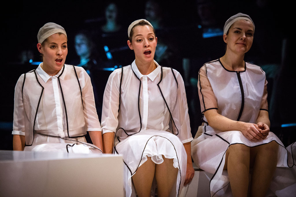 Foto: Andreas Schlieter / DIDO AND AENEAS; Second Woman: Marlen Korf; Dido: Juliane Dennert