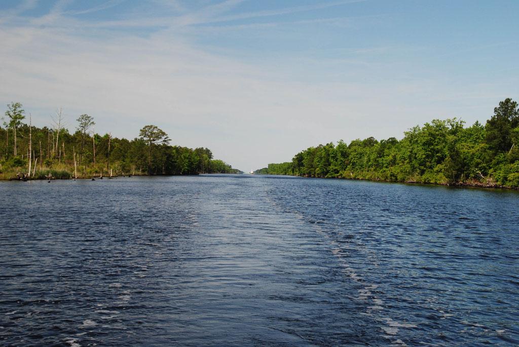 Highway auf dem Wasser, schnurgerade (Gott sei Dank nicht immer)