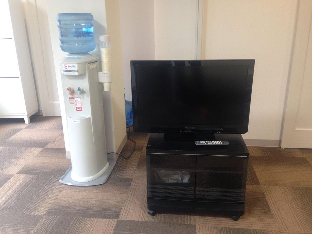 待合室にウォーターサーバーを置いています