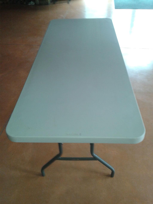19 Tables : 182 cm de long et 75 cm de large