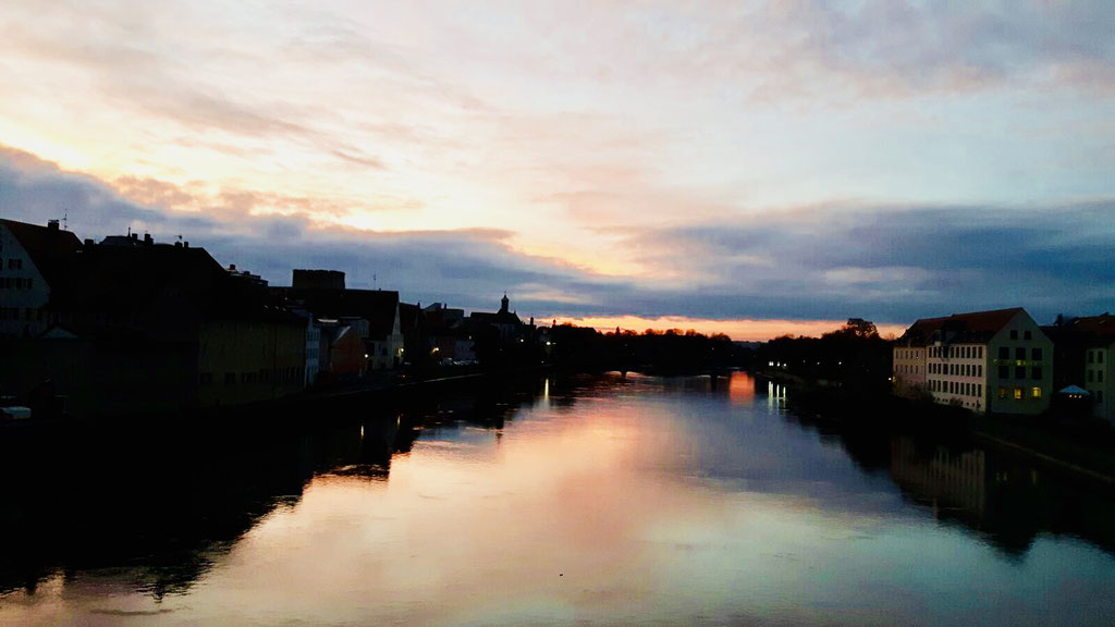 Schöne Sonnenuntergänge auf der Steinernen Brücke ©Jonas Nonnenmacher