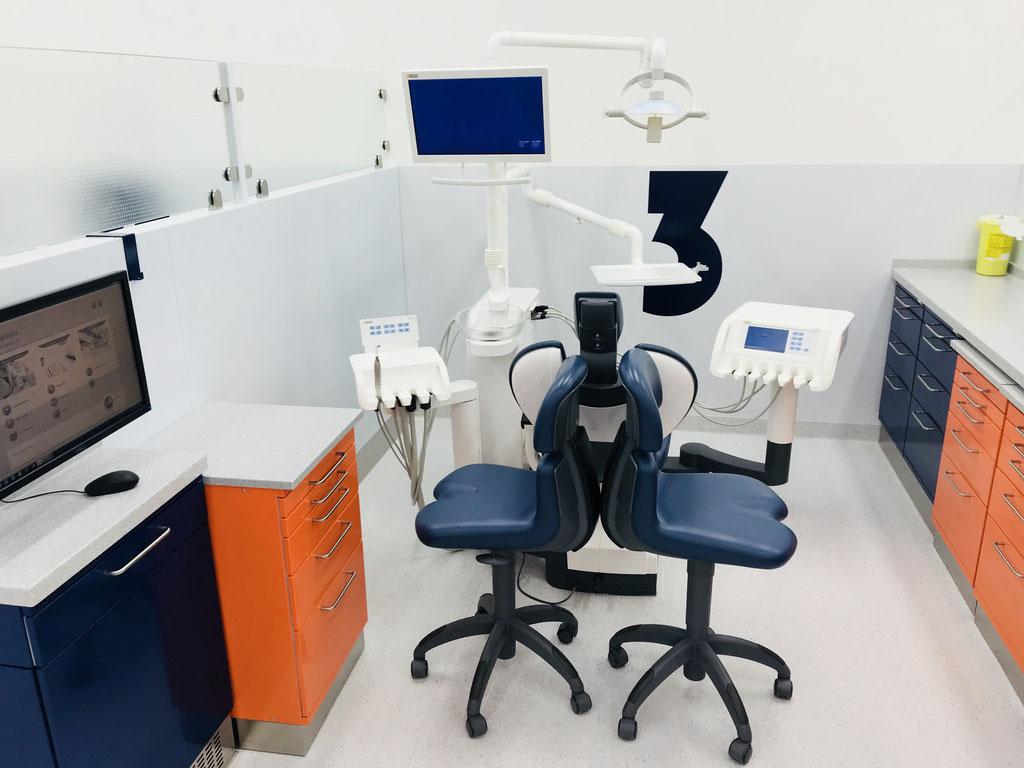 Moderne Behandlungseinheit Prothetik ©Jonas Nonnenmacher