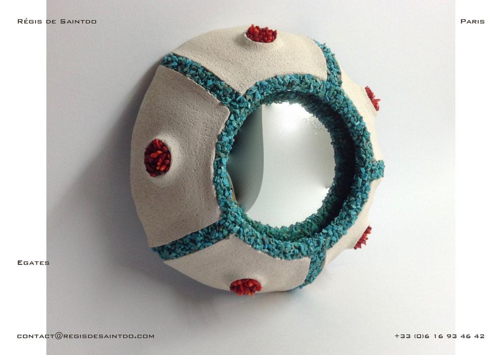 Miroir Egates en céramique, howlites turquoises et corail- fait main