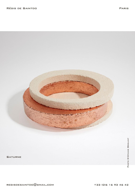 Vide-poche-Saturne-céramique-blanche-brute-feuille-cuivre-fait-main