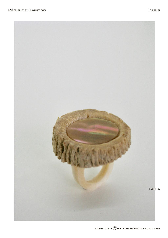 ©Régis de Saintdo-ring-bone-horn bone-mother of pearl-hand made