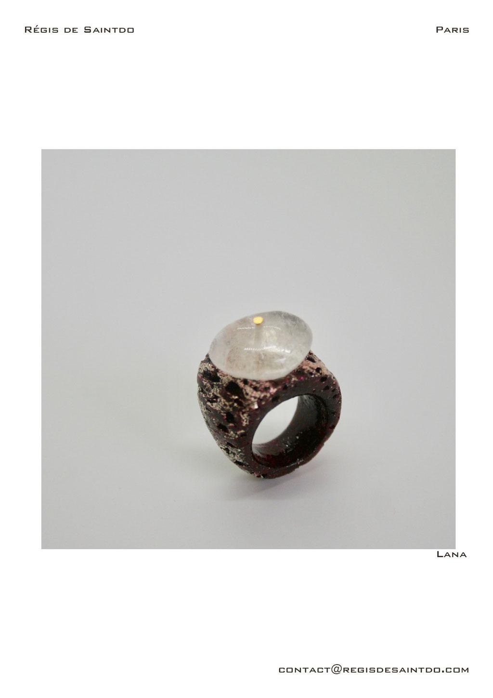 ©Régis de Saintdo-Bague-os cornillon laqué et doré-cristal de roche-fait main