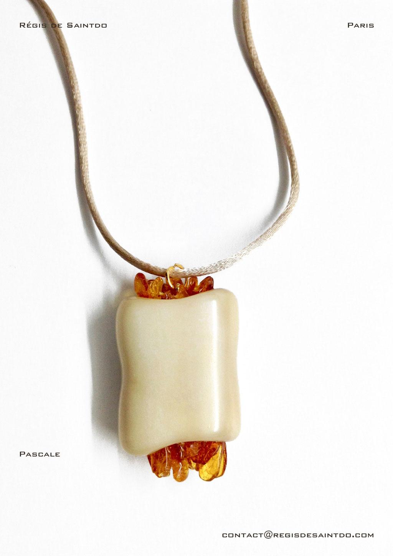 ©Régis de Saintdo-pendant-bone-amber-hand made