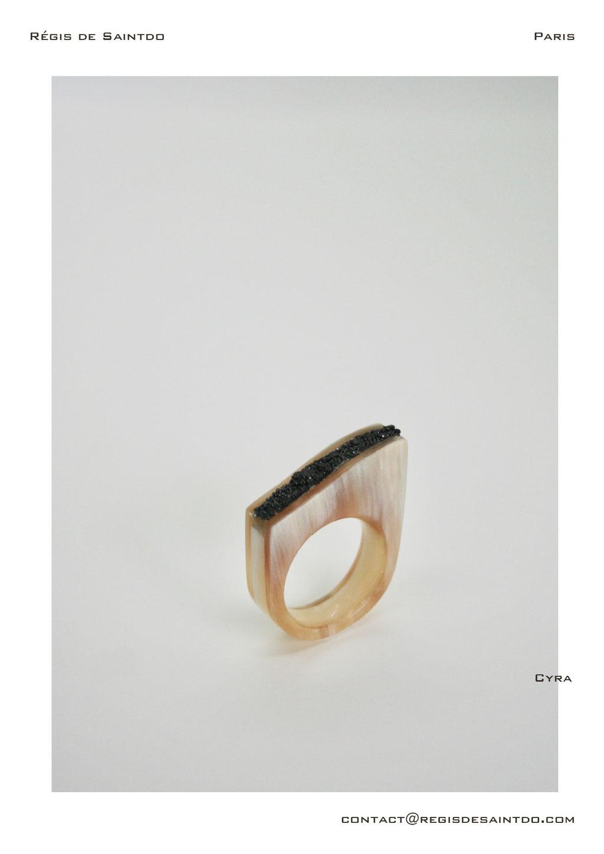 ©Régis de Saintdo-Bague-os-corne-averre teinté-fait main