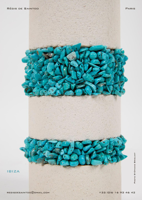 Lampe-Ibiza-céramique-blanche-brute-turquoise-faite-main-unique-détail