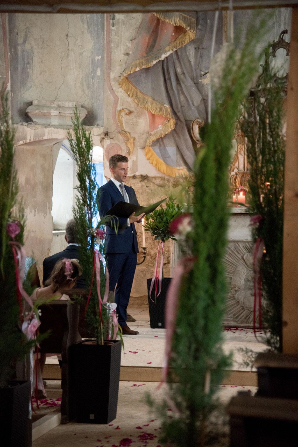 Trauredner Patrick Deißner bei freier Trauung im Schloss Pirkensee, Die Hochzeitsmacher