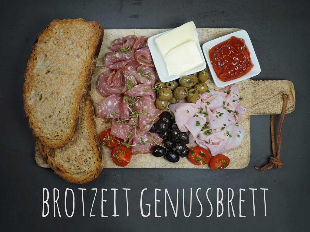 BROTZEIT GENUSSBRETT -2 Scheiben Heimatkruste, herzhafter Hof-Kochschinken, feinste mediterrane Salami, gute Butter, pikanter Tomatenaufstrich, Oliven