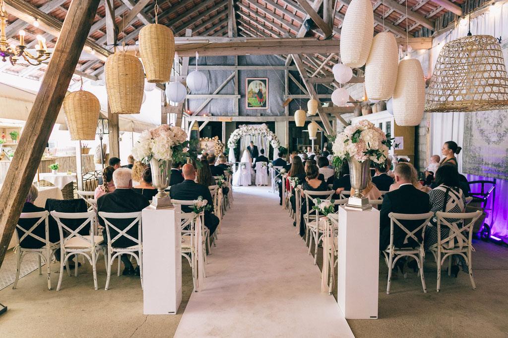 Michelle Timucin Romantische Hochzeit Beim Gutsgasthof Stangl Hochzeitsfotograf Munchen