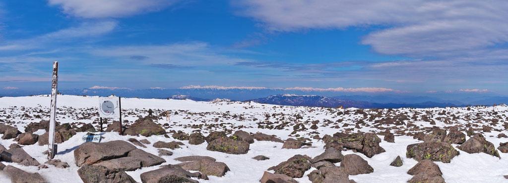 蓼科山山頂から南アルプス、中央アルプス、北アルプス