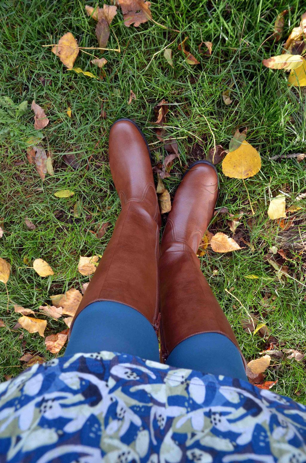 Knapp kniehoch spenden die Shopfeatures-Stiefel viel Wärme und sind die perfekten Begleiter durch die kalten Jahreszeiten.