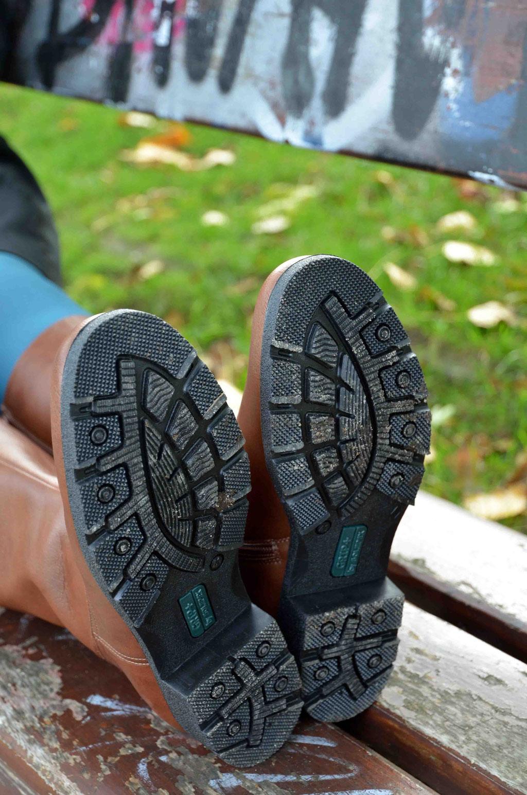 Wichtig für die beginnende herbstliche Zeit: warme Stiefel mit der richtigen Sohle.