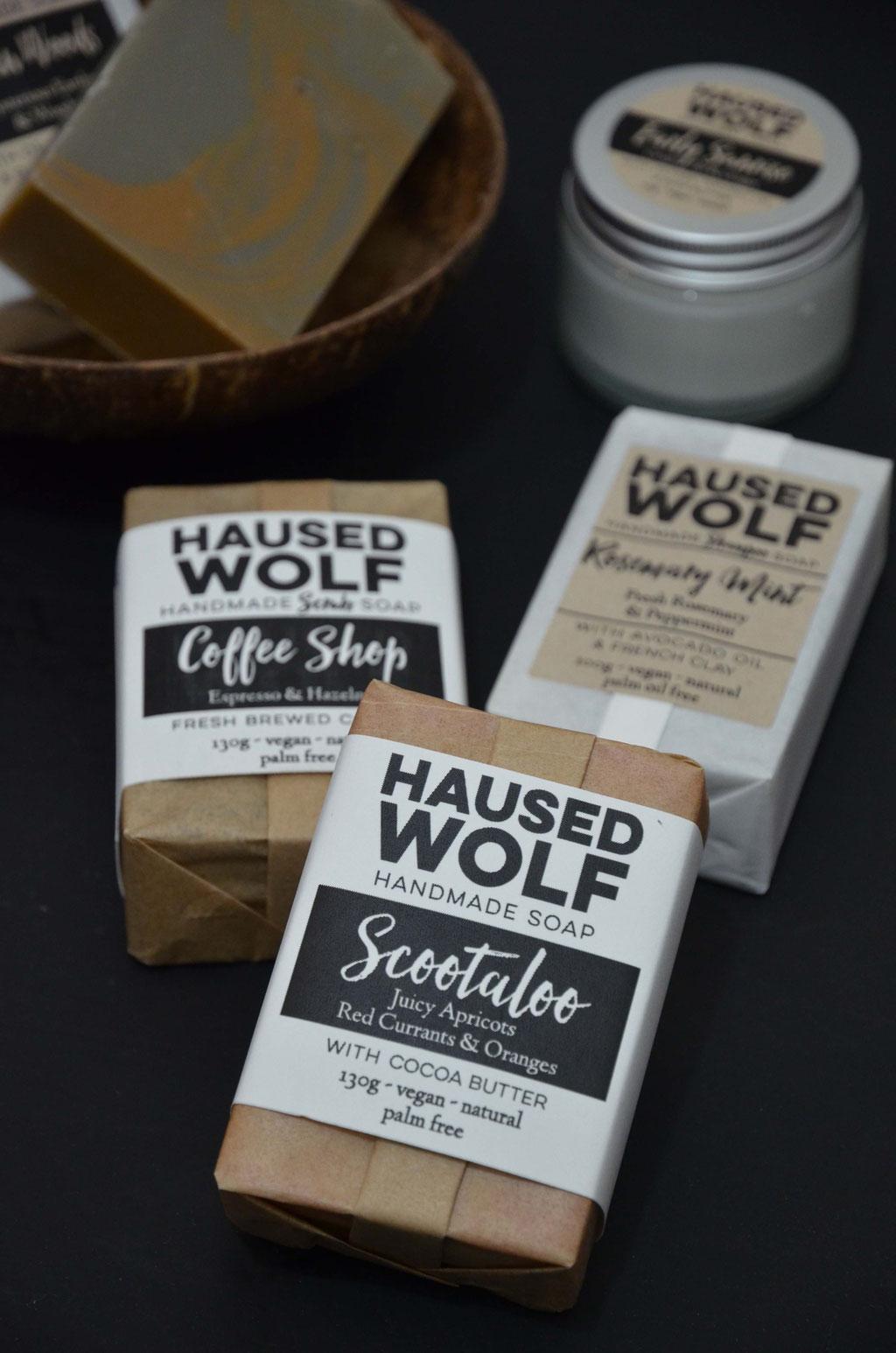 Haarseife, Peeling-Seife und Körperseife. Haused Wolf bietet eine Vielzahl verschiedener Seifenarten an.