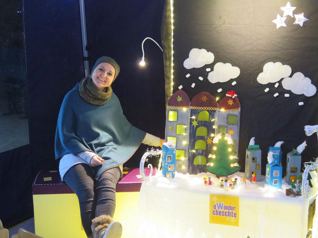 Sonja Velati-Küpfer neben der kleinen Geschichten-Bühne.