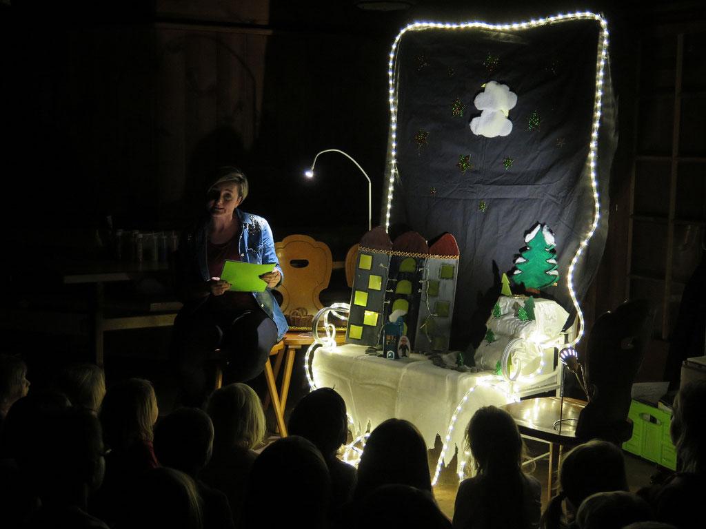 Geschichten-Bühne in der Gschechte-Ziit des Elternvereins in der Waldhütte.