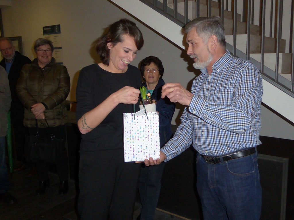 Elmar Karl bedankt sich bei Eva-Maria für die Führung durchs Kloster