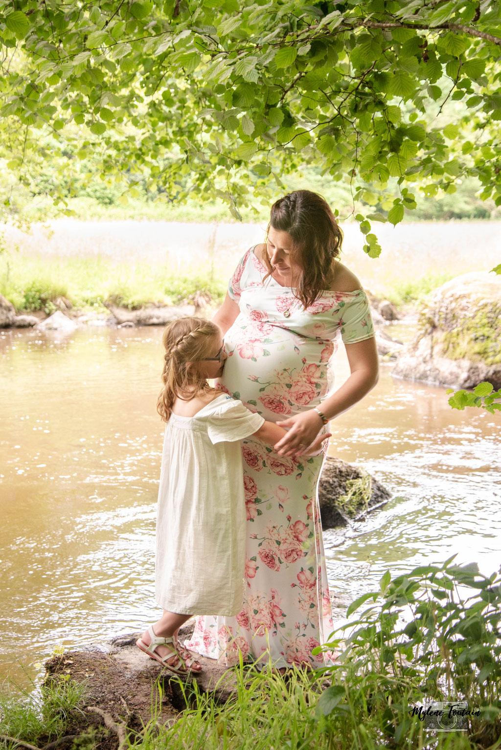 grossesse au bord de l'eau