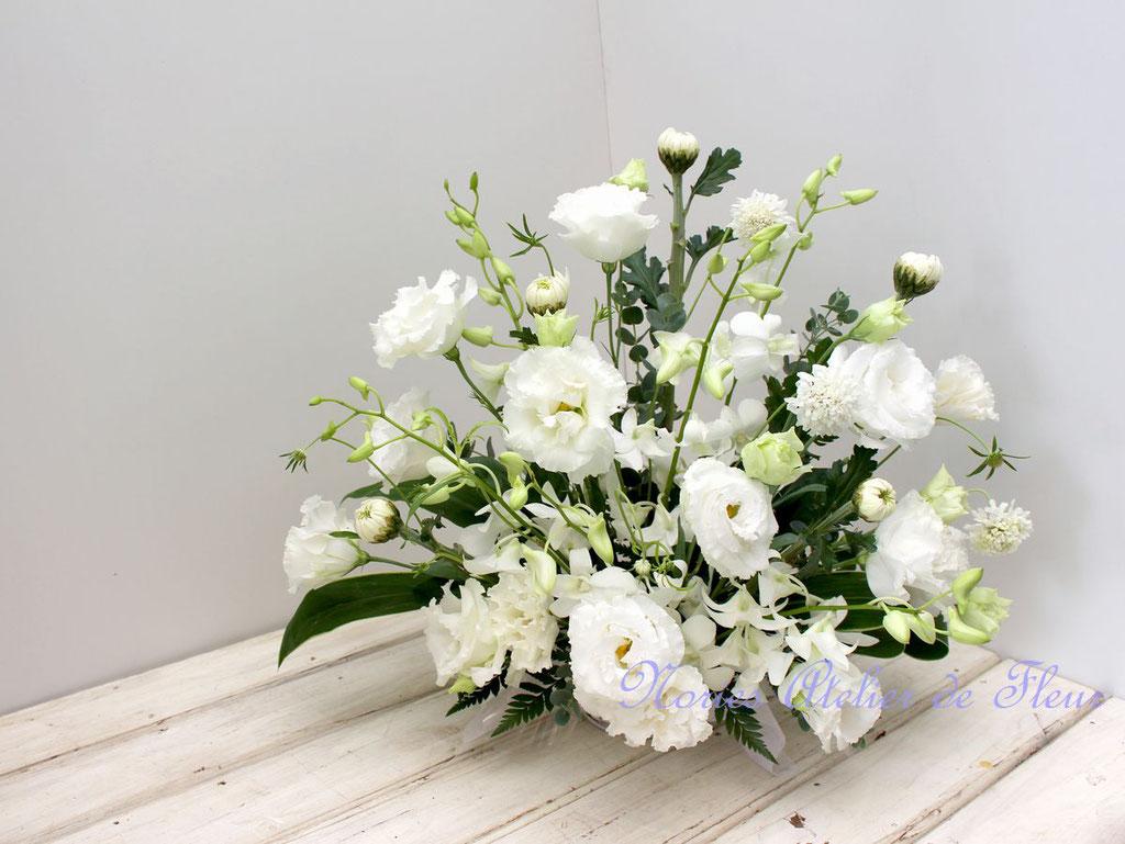 トルコキキョウを使ったお悔やみの花