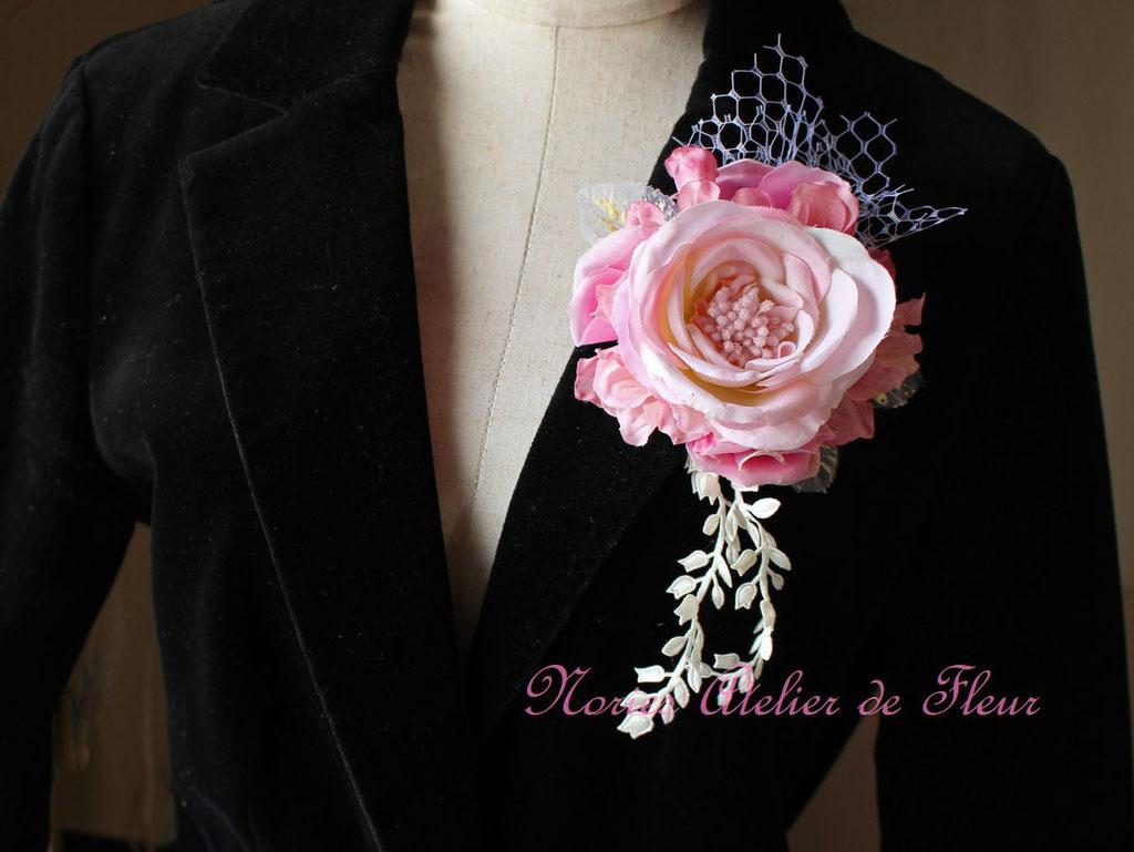 Rosary ロザリー 淡いピンクのコサージュ