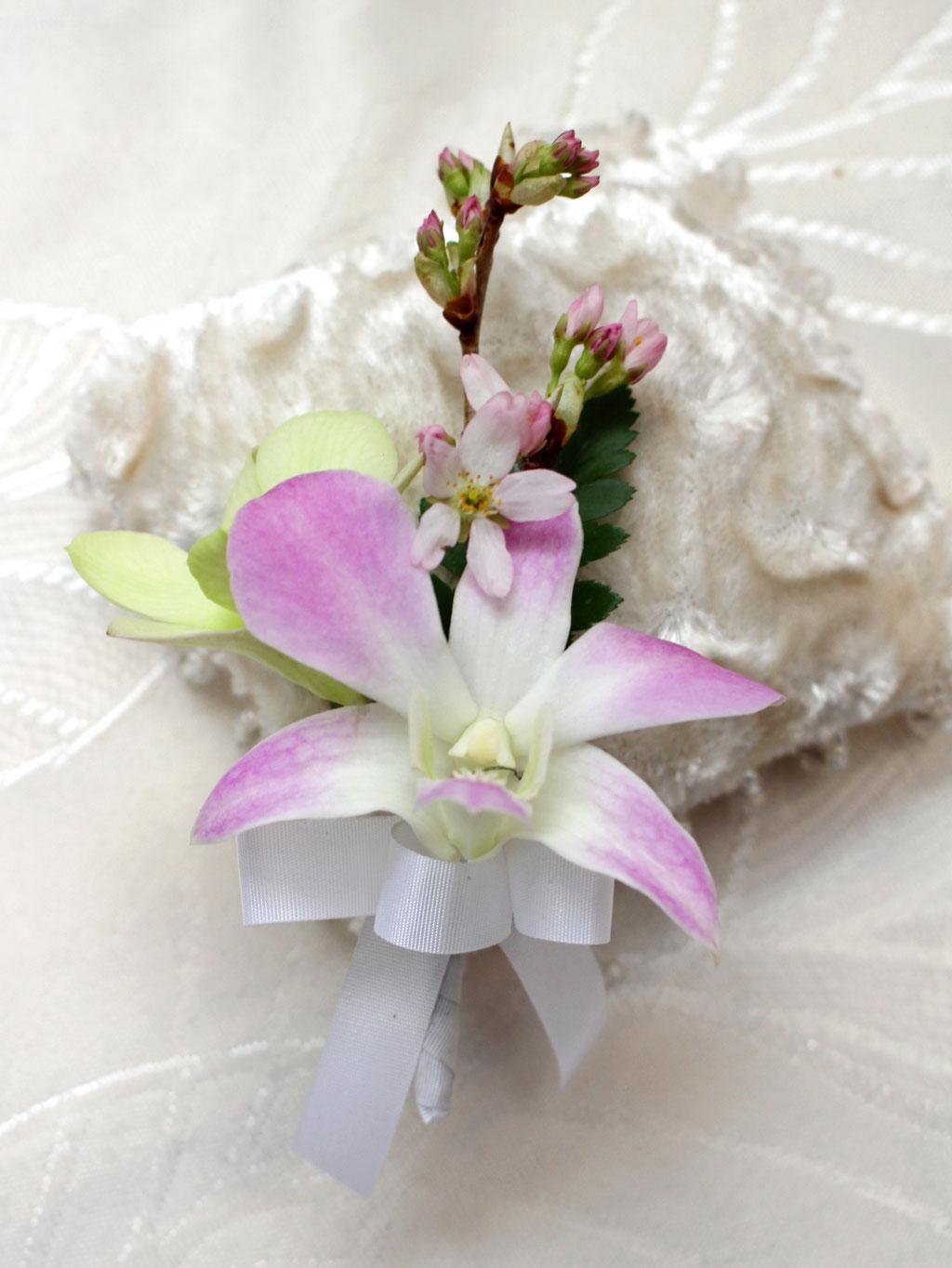 大輪のユリと桜のキャスケードブーケ  リングボーイのミニブトニア