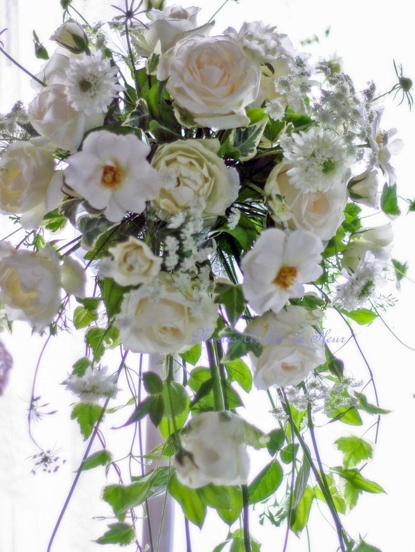 カップ咲きのバラのシャワーブーケ