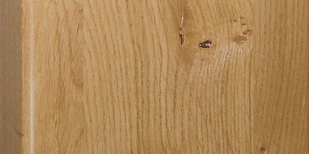 Die richtige Pflege und Reinigung für Holztreppen: für mittleren Holzfarbton