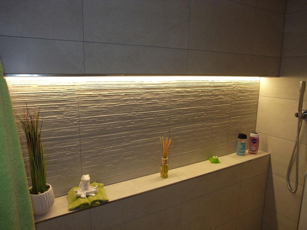 20.02.16 - Dusche EG mit praktischer Ablagefläche