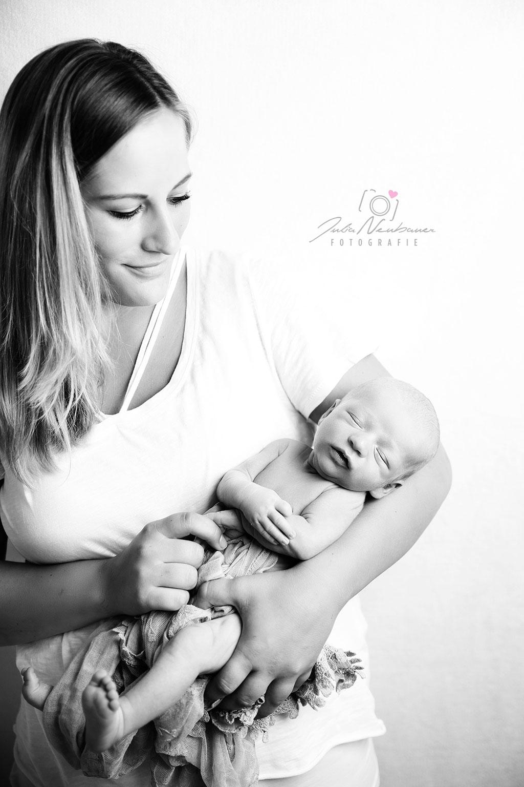 Henry (45) Baby_Fotoshooting_Marl_Mama Kind_Fotografin Julia Neubauer