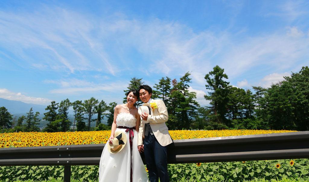 明野ひまわり畑 フォトジェニックひまわりウェディング ひまわりフォトウェディング ひまわり結婚写真 ひまわり結婚式前撮り ひまわり前撮りウェディングひまわりフォトウェディング ひまわり結婚写真