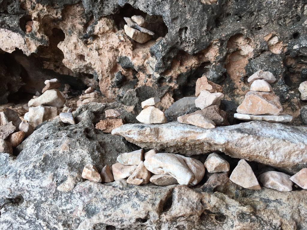 Bild: Viele Steinmännchen