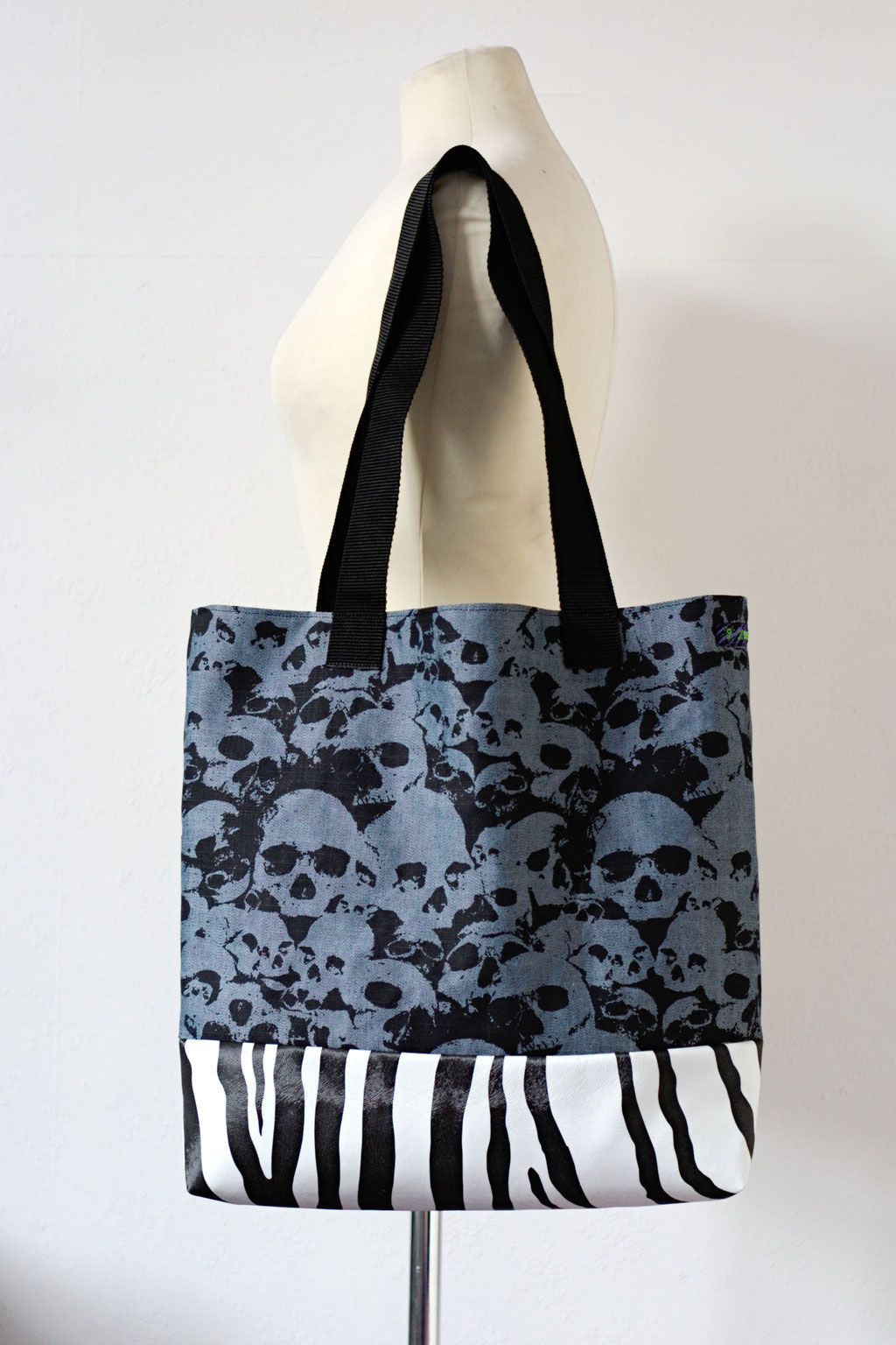 2021 belt bags and new shoulder bags out now! - Tote Bag Skulls & Zebra - Zebraspider Eco Anti-Fashion