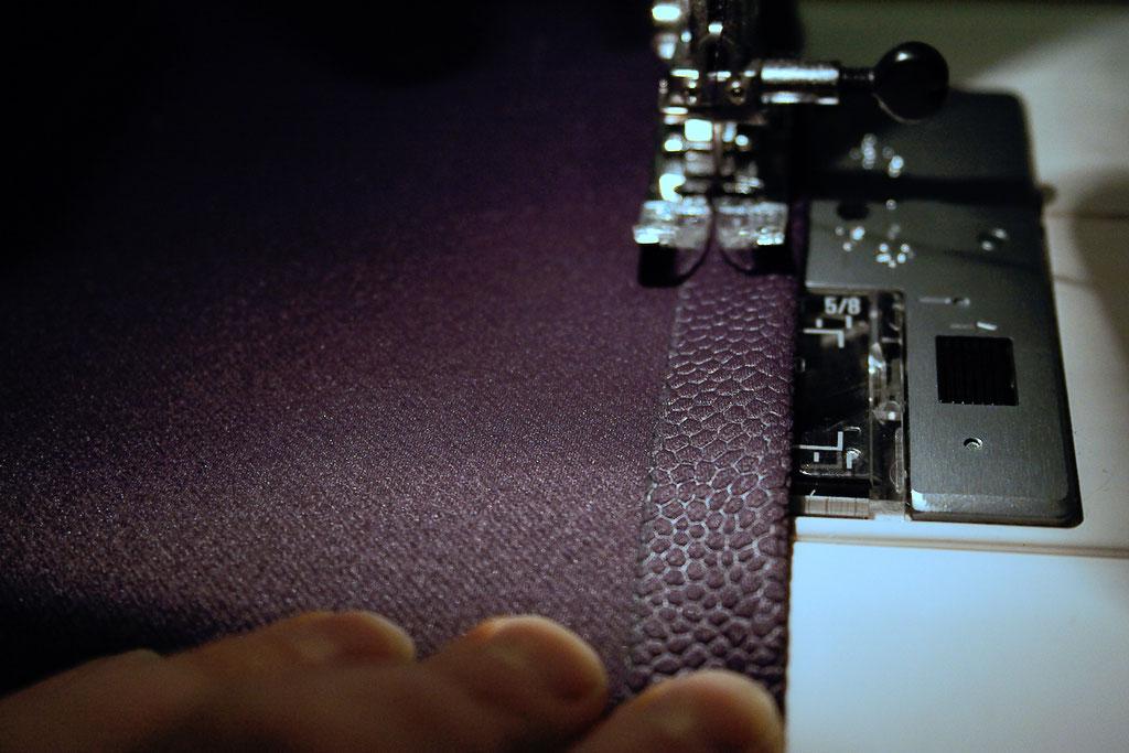 Coole Klamotten auch für die Fenster - Kanten umnähen - Zebraspider DIY Anti-Fashion Blog