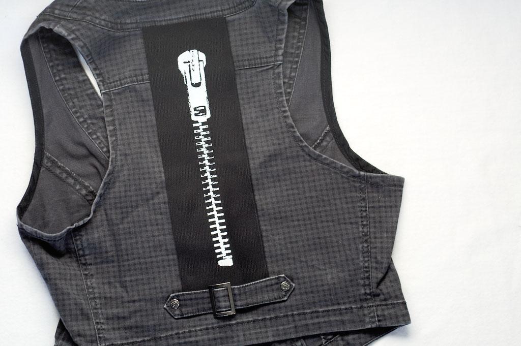3 neue Aufnäher - auch in groß - Reißverschluss auf der Weste - Zebraspider DIY Anti-Fashion Blog