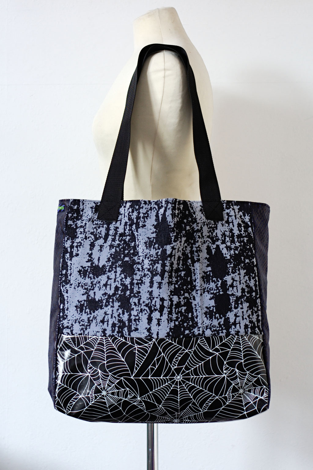 2021 belt bags and new shoulder bags out now! - Tote Bag Decay & Spiderwebs snap hook - Zebraspider Eco Anti-Fashion