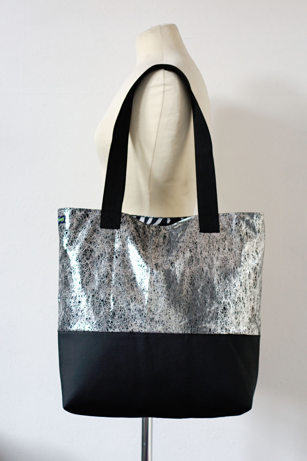 2021 belt bags and new shoulder bags out now! - Tote Bag Liquid Silver - Zebraspider Eco Anti-Fashion
