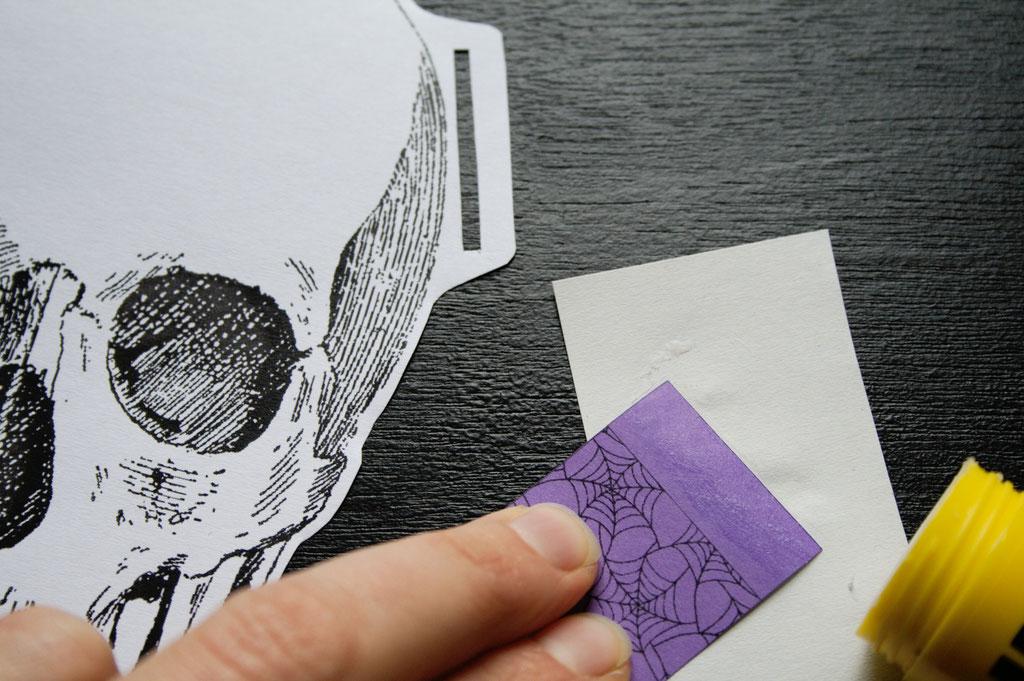 Halloween DIYs Part 2 - paper garland glueing - Zebraspider Eco Anti-Fashion