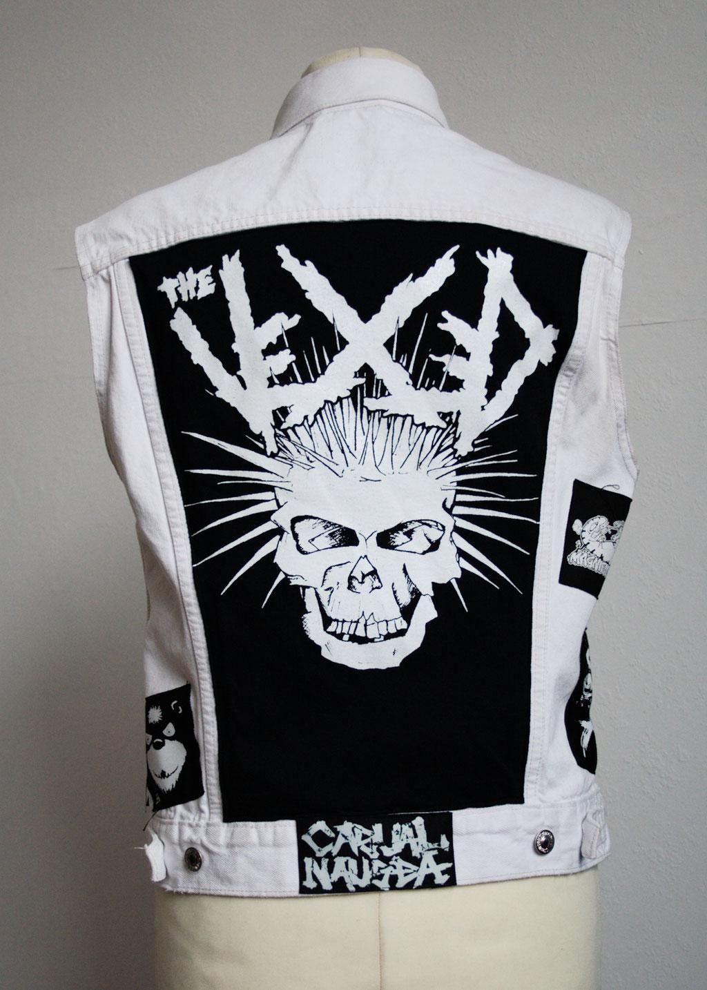 Die nicht mehr ganz so weiße Weste - hinten The Vexed - Zebraspider DIY Anti-Fashion Blog