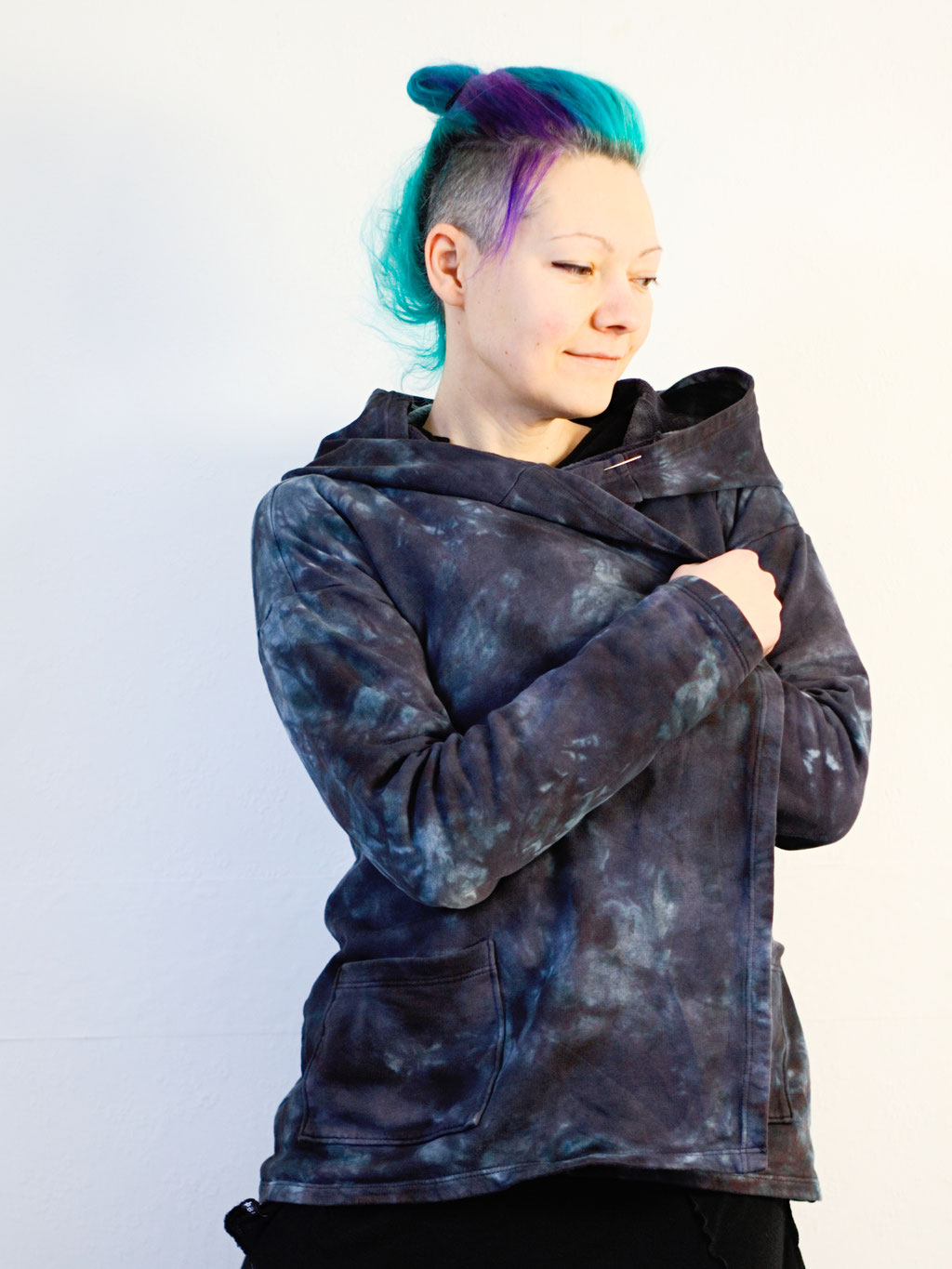 Re-dyed and repaired cardigan - cosy handmade sweat jacket - Zebraspider DIY Anti-Fashion Blog