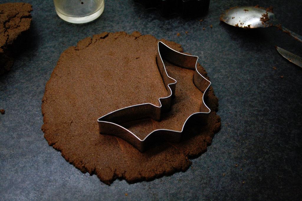 Halloween DIYs Part 1 - cinnamon bats cookie cutter - Zebraspider Eco Anti-Fashion