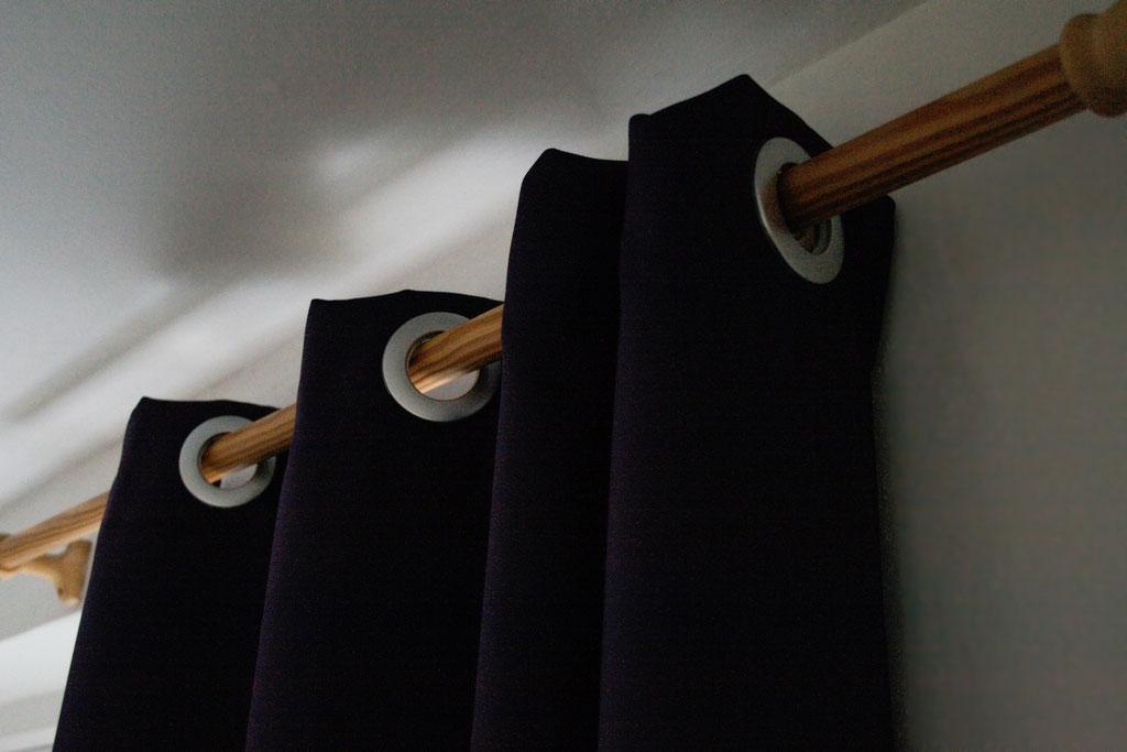Coole Klamotten auch für die Fenster - lila Ösenvorhang- Zebraspider DIY Anti-Fashion Blog