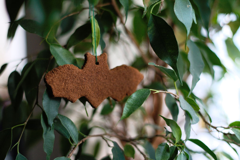 Halloween DIYs Part 1 - cinnamon bat in tree - Zebraspider Eco Anti-Fashion