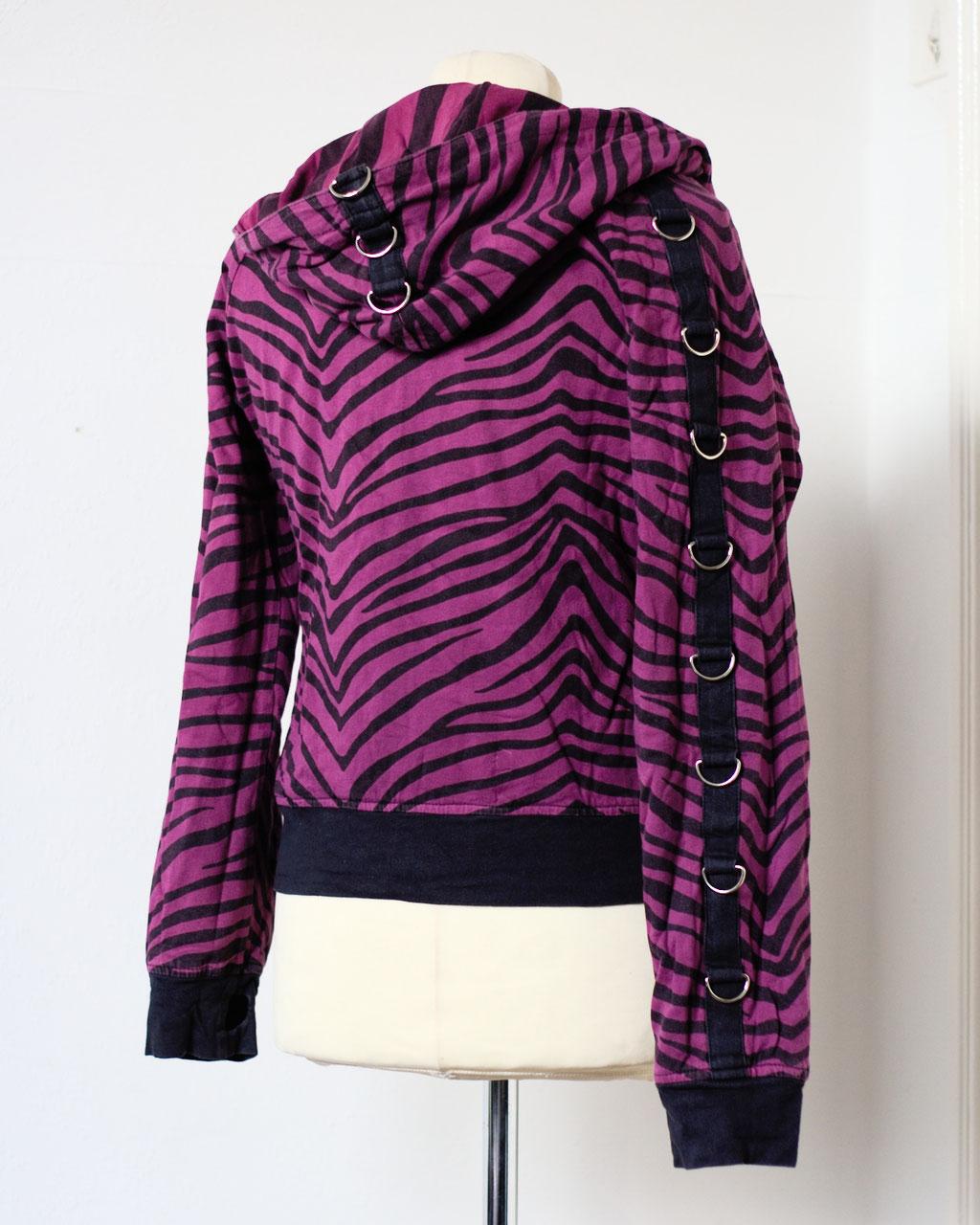 Flohmarkt: Pullis und Jacken - Poizen Industries Wendejacke lila Zebra - Zebraspider DIY Anti-Fashion Blog