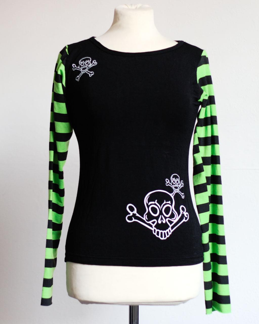 Flohmarkt: Oberteile - Langarm Shirt mit Totenköpfen und geringelten Ärmeln - Zebraspider DIY Anti-Fashion Blog
