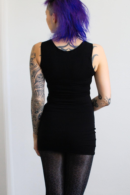 Kleines schwarzes Kleid mit rohen Kanten - Zebraspider DIY Anti-Fashion Blog