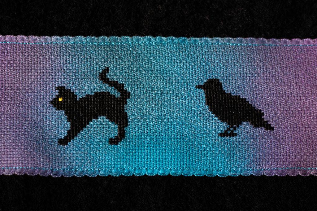 Halloween DIYs Part 2 - Spooky Cross-stitch Towel cat and raven - Zebraspider Eco Anti-Fashion